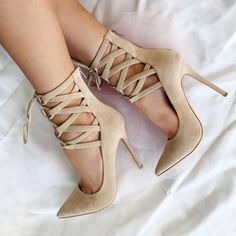 Shoespie Cross Strap Pointed Toe Pumps