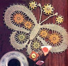 yatak odası için kelebek motifli dantel örtü örneği