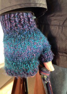 Magic Fingerless Mitts 10 or 6 mm, Double-Pointed Knitting Needles (DPNs) Yarn Weight: (5) Bulky/Chunky