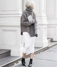 Let's have a look at these super chic fall outfits ideas with knitted long and oversize sweaters! It's really cool and very charming street looks! Fashion Over 40, Fashion Week, Look Fashion, Fashion Outfits, Street Fashion, Fashion Fall, Skirt Fashion, Fashion Clothes, Classic Fashion