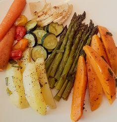 Asparagus, Zucchini, Vegetables, Food, Salads, Studs, Essen, Vegetable Recipes, Meals