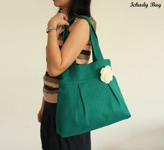I made a smaller bag like this years ago, I like this bigger size. Green Gifts, Love Sewing, Green Bag, Couture, Bag Making, Bucket Bag, Purses And Bags, Bridesmaid, Tote Bag