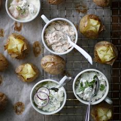 Baked potatoes and four fillings - see the delicious recipes! I Love Food, Good Food, Yummy Food, Fodmap Recipes, Healthy Recipes, Delicious Recipes, Baked Potato With Cheese, Warm Food, Recipes From Heaven