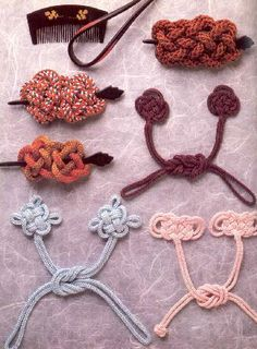 Kumihimo (silk braiding) closures and knots for hair barrettes. Weaving Projects, Crafty Projects, Asian Crafts, Popular Crafts, Passementerie, Japanese Textiles, Jewelry Stand, Hair Sticks, Hat Pins