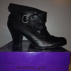 Black booties  Great condition short black boots , 2 inch heel w box , box is optional if requested Steve Madden Shoes