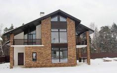 Просторный дом с со вторым светом, террасой и балконами