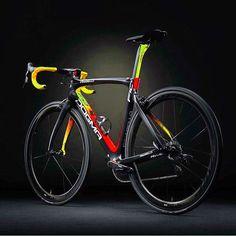 Dogma F10 ————————— @velove.cycling ————————— #roadbike #roadcycling #velo #velove #bicicletta #fahrrad #cykek #deporte #lovebike…