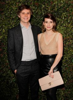 How adorable are Emma Roberts and her boyfriend Evan Peters. #celebritycouple #pictures