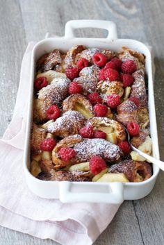 Vadelmainen croissanttivuoka // Croisaant & Rasberry Pudding Food & Style Tiina Garvey, Fanni & Kaneli Photo Tiina Garvey www.maku.fi