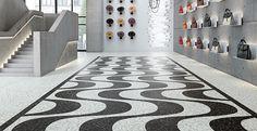 Vinylová podlaha z dílců Expona Commercial, černobílá mozaika. / Expona Commercial vinyl flooring, black and white mosiac. http://www.bocapraha.cz/cs/aktualita/80/vinylova-podlaha-jako-zmackany-papir-nebo-rezavy-plech/
