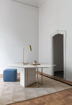 Plinto Table ZK - Meeting room tables by Meridiani Diy Interior, Luxury Interior, Room Interior, Interior Design, Dining Table Design, Dinning Table, Dining Area, Esstisch Design, American Interior