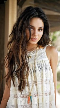 Trendy Hair Style : Vanessa Hudgens ♥ She was my favorite character in High School Musical 🙂 Vanessa Hudgens Hair, Estilo Vanessa Hudgens, Black Hair Wigs, Long Black Hair, Casual Hairstyles, Wig Hairstyles, Hairstyle Men, Funky Hairstyles, Beach Hair Color
