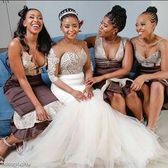 African Bridesmaid Dresses, African Wedding Attire, African Lace Dresses, African Dresses For Women, African Weddings, Nigerian Weddings, African Fashion Skirts, South African Fashion, Africa Fashion
