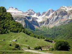 Parc National des Pyrénées - Vue sur les montagnes pyrénéennes depuis la route du col du Somport