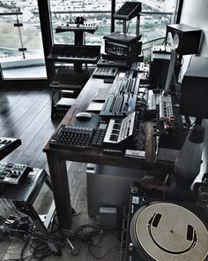 ✅ Live in an apartment and have no space for a home studio? Check out these 11 awe-inspiring home studio ideas for small apartments - Great ideas for how to set up a music studio in an apartment or small space! Home Recording Studio Setup, Home Studio Setup, Music Studio Room, Audio Studio, Sound Studio, Dream Studio, Studio Ideas, Home Music Rooms, My New Room