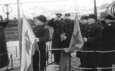 Red flag on the rise of the Soviet submarine S-51 after delivery. Third right - Member of the Military Council, Vice-Admiral AA Nikolaev. With premium leaf in the hands of the commander of the 2nd Battalion of the Northern Fleet submarine captain 2nd rank IF Kucherenko. Northern Fleet submarine S-51 made seven military campaigns. 09/03/1943 C-51 sank the German submarine hunter 'Uj-1202 (former fishing trawler' Franz Dankvord ').