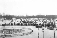 Drukte met schaatsers op de grote vijver in het Stadspark, ca. 1951