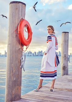 Karolina Kurkova poses on location in Miami Florida for the December 6 2017 cover of Alexa Magazine from The New York Post. Photographed by Eduardo Reze Stylish Eve Outfits, Casual Work Outfits, Professional Outfits, Jean Outfits, Teaching Outfits, Teacher Style, Fashion Catalogue, Miami Fashion, Nautical Fashion