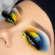 Blue and yellow – makeup for winter - Makeup Looks Yellow Blue Eyeshadow Looks, Makeup Eye Looks, Eye Makeup Art, Eyeshadow Makeup, Yellow Eyeshadow, Eyeshadow Palette, Simple Eyeshadow, Makeup Goals, Makeup Inspo