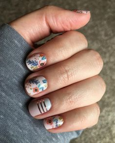 Nail art is one of many ways to boost your style. Try something different for each of your nails will surprise you. You do not have to use acrylic nail designs to have nail art on them. Here are several nail art ideas you need in spring! Short Nail Designs, Nail Designs Spring, Nail Art Designs, Nails Design, Nail Designs Floral, Design Floral, Spring Nail Art, Spring Nails, Uñas Jamberry