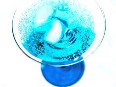 Rezept Cocktail Blue Lagoon - lekker.berlin | Rezepte und mehr ... Food-Blog, Backen, Kochen, Bücher - Viel Spaß beim Lesen und Ausprobieren.