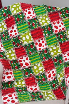 How The Grinch Stole Christmas rag quilt Please please please @Anna Campbell-Hoseney