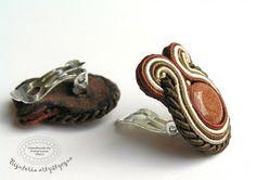 www.facebook.com/... Rękodzieło-biżuteria sutasz. Handmade-soutache jewellery. #brown #valentinesday #earclips #klipsy #goldstone #piasekpustyni #walentynki #prezent