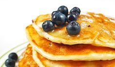 Micul dejun este cea mai importanta masa a zilei si trebuie sa faceti tot posibilul sa nu o ratati. Este important pentru sanatatea dumneavoastra sa alegeti un meniu complex si echilibrat, dar asta nu inseamna ca nu aveti dreptul sa va si rasfatati. Va prezentam o reteta simpla si delicioasa, de clatite cu afine, pentru … Pancakes, Breakfast, Food, Morning Coffee, Essen, Pancake, Meals, Yemek, Eten