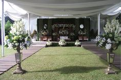 If I don't have any choice but doing the traditional javanese way. Geek Wedding, Wedding Prep, Home Wedding, Wedding Planning, Dream Wedding, Wedding Day, Wedding Themes, Wedding Decorations, Javanese Wedding