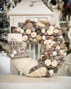 Rose Gold Christmas Decorations, Christmas Advent Wreath, Christmas Flower Arrangements, Xmas Wreaths, Christmas Centerpieces, Christmas Baubles, Winter Christmas, Christmas Makes, Christmas World