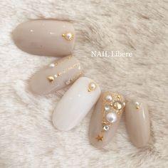 ネイル ネイル in 2020 Snow Nails, Xmas Nails, Get Nails, Christmas Nails, Japan Nail Art, Lily Nails, Korean Nail Art, Pearl Nails, Cute Nail Designs