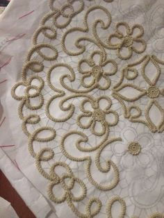 This Pin was discovered by AYC - Salvabrani Filet Crochet, Crochet Cord, Freeform Crochet, Crochet Motif, Irish Crochet, Crochet Lace, Crochet Patterns, Needle Lace, Bobbin Lace