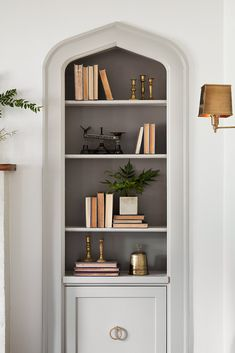 Inspiring Farmhouse Bookshelf Design Ideas - Page 4 of 32 - Patricia Decor Built In Shelves Living Room, Bookshelves Built In, Bookcases, Room Shelves, Small Bookshelf, Home Office Shelves, Vintage Bookshelf, Living Room Bookcase, Decorating Bookshelves