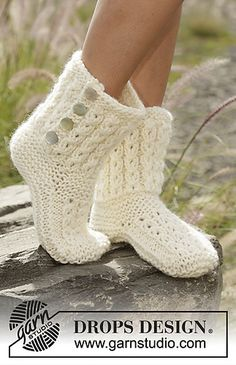Walk in the Clouds - Knitted slippers with cables and garter stitch in DROPS Eskimo. - Free pattern by DROPS DesignNordic Mart - DROPS design one-stop source for Garnstudio yarns, free crocheting and knitting patterns, crochet hooks, buttons, knittin Baby Knitting Patterns, Knitting Stitches, Knitting Socks, Free Knitting, Crochet Patterns, Sweater Patterns, Knitting Ideas, Crochet Design, Finger Knitting