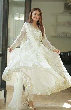 Pakistani Fashion Casual, Pakistani Dresses Casual, Pakistani Bridal Dresses, Indian Dresses, Indian Fashion, Fancy Dress Design, Stylish Dress Designs, Designs For Dresses, Lovely Dresses