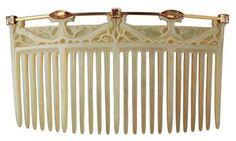 """Peacocks"" horn, gold and topaz - Design René Lalique, 1904/1905 © Hessian Landesmuseum Darmstadt"
