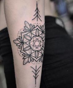 Even when pulled back in detail, geometric mandala tattoos from Chris Jones still look amazing. @vicmarkettattoo #geometrictattoo #mandala #mandalatattoo #blackwork #chrisjones #vicmarkettattoo (at Vic Market Tattoo)