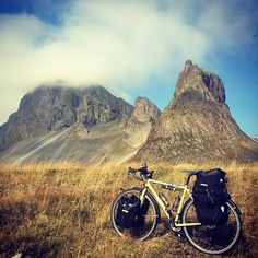 From our great friend @cinecycle Daniel Leeb this awesome picture in his iceland tour with Hobo adventure bike . Stay tuned for fantastic reportage  #hobobootleg way of life . #cinelli @antonio_colombo @cusatellite  @faghito #hobo @cinelliusa @cinelli_merch #leicacraft