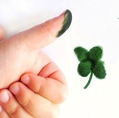 st. patrick's day crafts | Preschool Crafts for Kids*: St. Patrick's Day Thumbprint Clover Craft