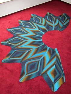 Ravelry: Jerofitana's Peacock Shawl This is not a free pattern but WOW!