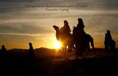 In viaggio con i tuareg: scoprire la rara bellezza dei numerosi siti archeologici presenti nel parco, conoscere la vita nel deserto, provare lo spirito del nomadismo con le sue tradizioni.
