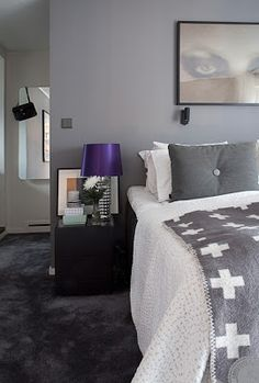 Sanna Fischer Home : beautifull bedroom. I love the black wall to wall carpet