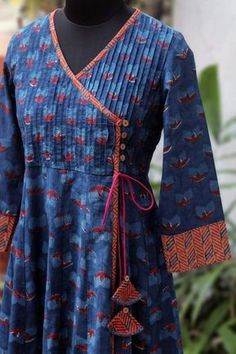 pintucked anghrakha – the tulip & the cosmic twilight pintucked anghrakha – die tulpe & das kosmische dämmerlicht Neck Designs For Suits, Designs For Dresses, Blouse Neck Designs, Kurta Designs Women, Salwar Designs, Kurta Patterns, Dress Patterns, Kurta Neck Design, Kurti Designs Party Wear