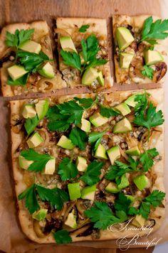 Pizza with Caramelized Onions, Gorgonzola, & Avocado @Amazing Avocado  #holidayavocado
