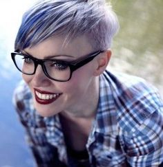 Shaved Sides Pixie Cut with glasses. Purple Pixie Cut, Pixie Cut Blond, Purple Hair, Pixie Cuts, Pastel Purple, Teal, Short Pixie Haircuts, Short Hair Cuts, Short Hair Styles