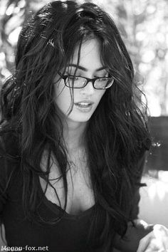 Megan Fox is hot, hot, very hot. She is the hottest girl in the earth. ¡I Love you, Megan Fox! Megan Fox Fotos, Megan Fox Sexy, Megan Denise Fox, Ashley Nicole, Megan Fox Hair, Megan Fox Pictures, Fox Girl, Wearing Glasses, Girls With Glasses