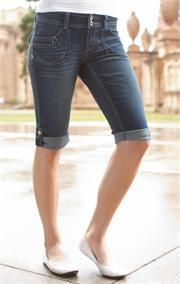 Shorts, but to the knee! @Jazmin Hooijer Castillo
