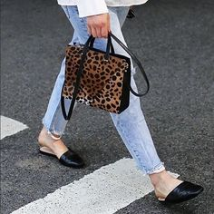 Always a classic 💛 love the petit simple tote in leopard hair on. #myclarev