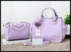 Harga : 195.000 G*V*NCHY Candy E803# (14) Kualitas semipremium Uk. 27x22x16cm Berat 1.1kg Ready 5 pilihan warna : -Red -Pink -Blue -Purple -Yellow 081222436406(WA) Mau CS yang lebih fast respond? Add LINE@ kita ya kak di : @anemonebagshop Rekening Anemone HANYA a/n CITRANINGRUM P