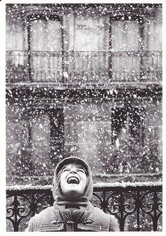 Florence sous la neige, Paris, Edouard Boubat ♡Love this, Florence under the snow, Paris♡ Henri Cartier Bresson, Robert Doisneau, Let It Snow, Snow Fun, Winter Is Coming, Precious Moments, Belle Photo, Black And White Photography, Winter Wonderland
